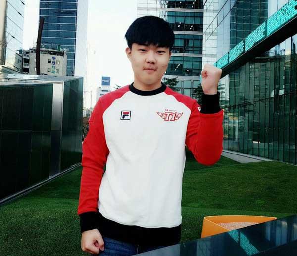 Huni chính thức đến với SKT T1